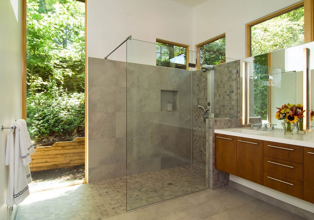 Curbless walk-in Shower